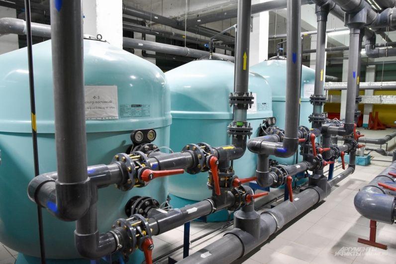 Под бассейном в спортцентре – отдельный мир: современная система очистки воды с насосами и другим необходимым оборудованием.