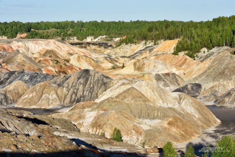Это действующее месторождение огнеупорных глин, благодаря которому завод в Богдановиче до сих пор работает.