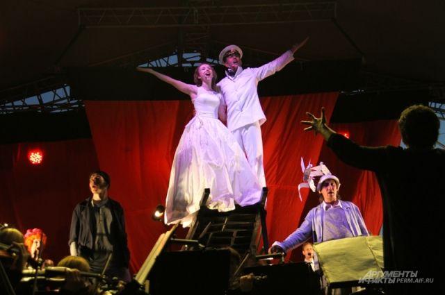 В 2015 г. труппа давала мюзикл «Алые паруса».