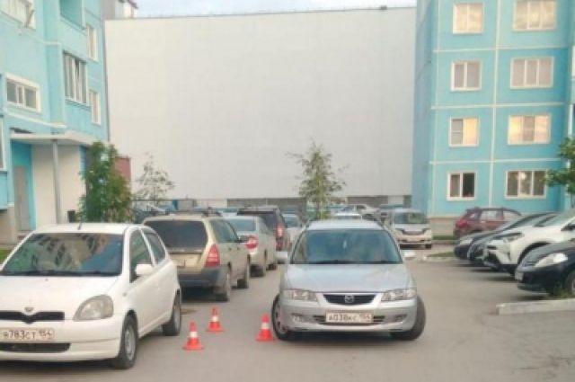 Обе аварии произошли на территории дворов жилых домов Новосибирска.