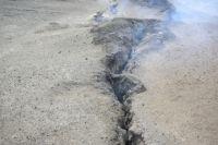 На месте подземных пожаров почва трескается. Именно такое явление наблюдают жители Киселёвска возле своих домов.