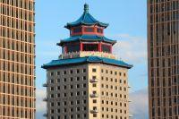 В центре Нур-Султана рядом с резиденцией президента возвышается пятизвёздочный отель «Пекин Палас Astana».