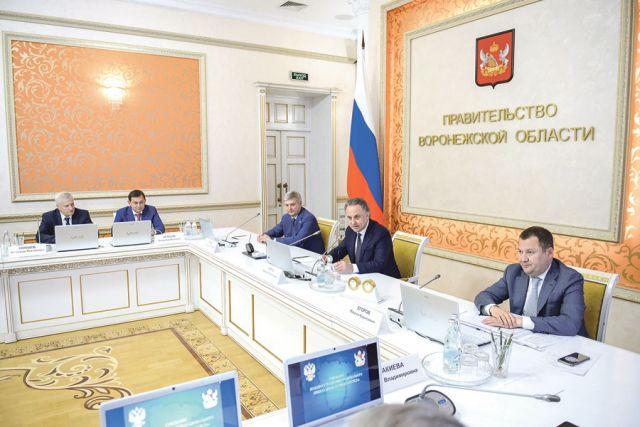 Совещание по реализации нацпроекта «Жильё и городская среда» провёл вице-премьер Виталий Мутко.