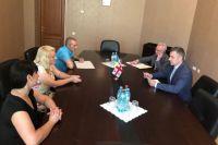 Зеленский поручил вернуть 10 детей из Грузии