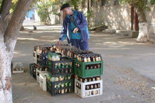 Для некоторых сдача бутылок была способом заработать на жизнь.