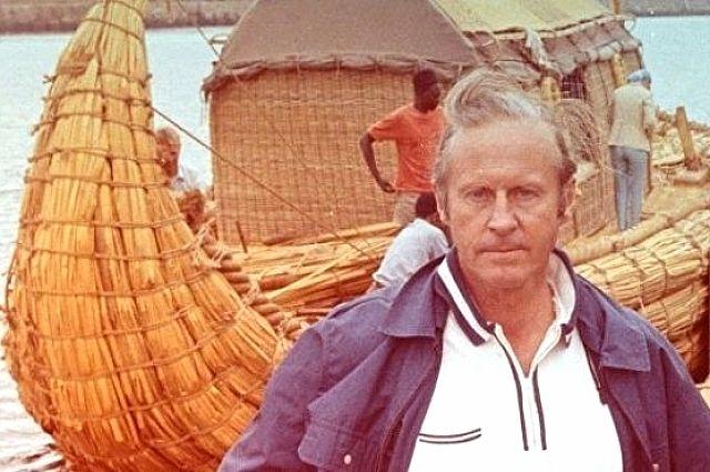 В 1947 году тур Хейердал пересёк Тихий океан на плоту из бальсовых брёвен, назвав судёнышко Кон-Тики.