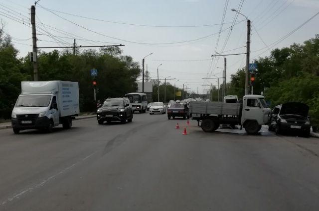 В Оренбурге в ДТП у моста через Урал пострадал 13-летний подросток
