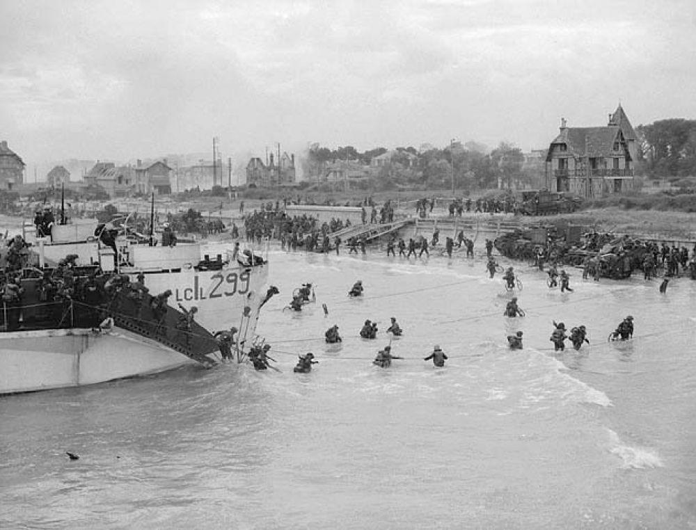Высадка канадских войск на плацдарм «Джуно».