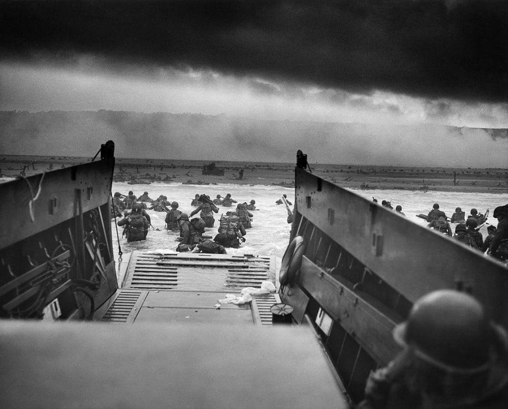 Высадка войск американской 1-й пехотной дивизии. Пляж «Омаха». Утро 6 июня 1944 года.