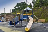 Площадку оборудуют так, чтобы на ней могли играть дети с особенностями развития.