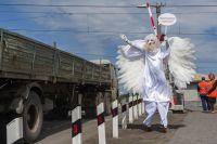 """""""Ангелы"""" напомнили водителям, что на переезде нужно быть особенно осторожными."""