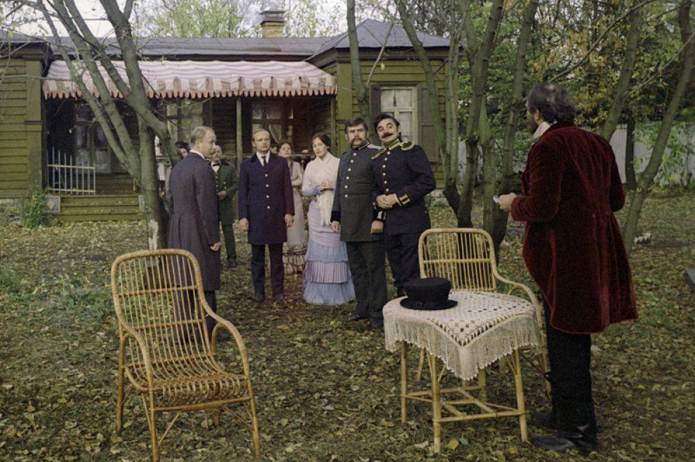 «Жестокий романс» (1984) — офицер Иван Петрович Семёновский.
