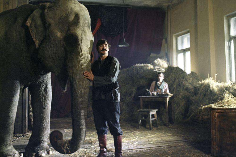 «И вот пришел Бумбо…» (1984) — циркач Ахметка.