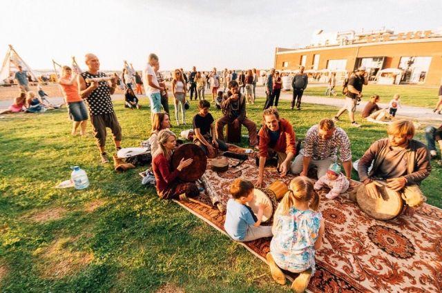Площадкой фестиваля вновь станет пространство Digital Port (Решетниковский спуск, 1). Там соберутся дизайнеры, музыкальные группы, рестораны и стрит-фуды.