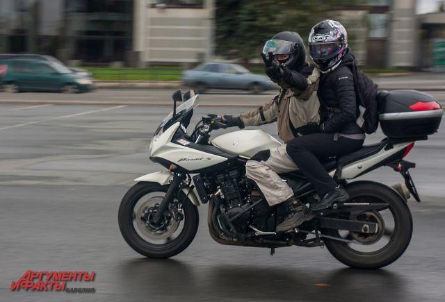 С начала года в Челябиснке произошло уже 14 аварий с участием мотоциклистов, серьёзных травм и погибших не было.
