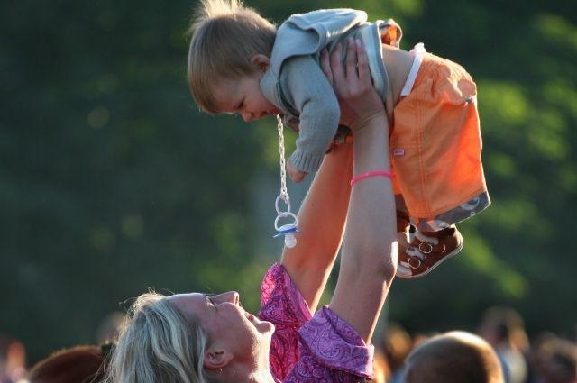 Родители обязаны заботиться о своих детях.