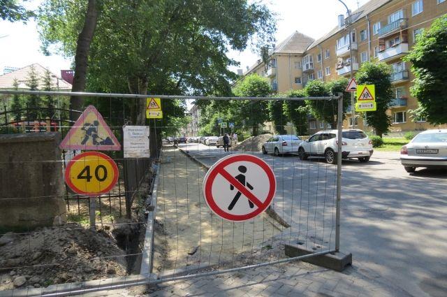 Движение по ул. Гостиной облцентра затруднено из-за ремонта тротуара