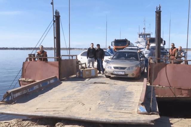 В Уренгое завершают монтаж наплавного моста