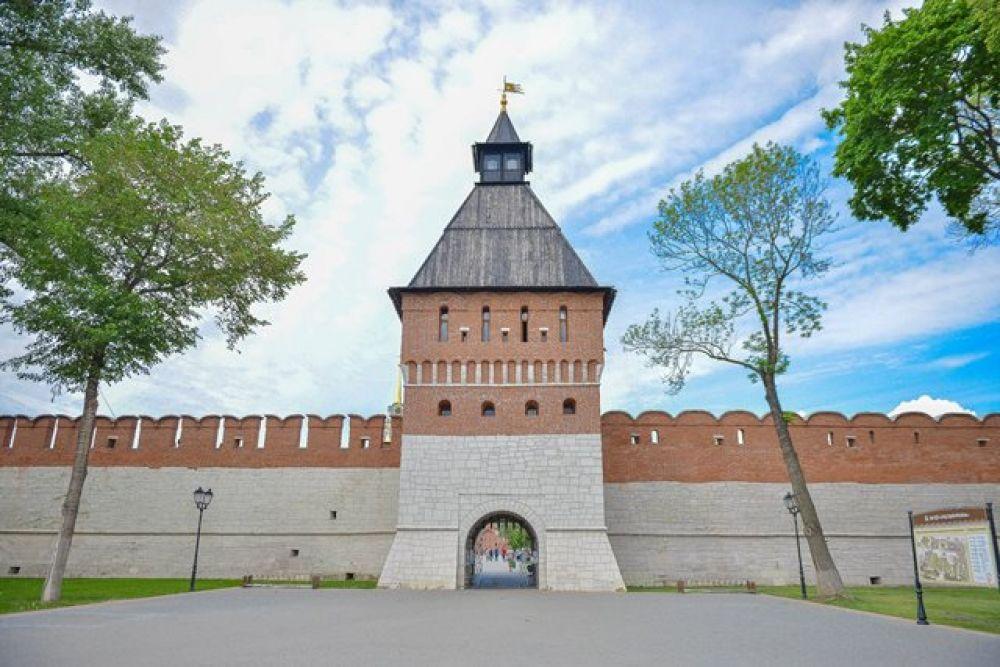 Башня Ивановских ворот, она же Тайницкая.
