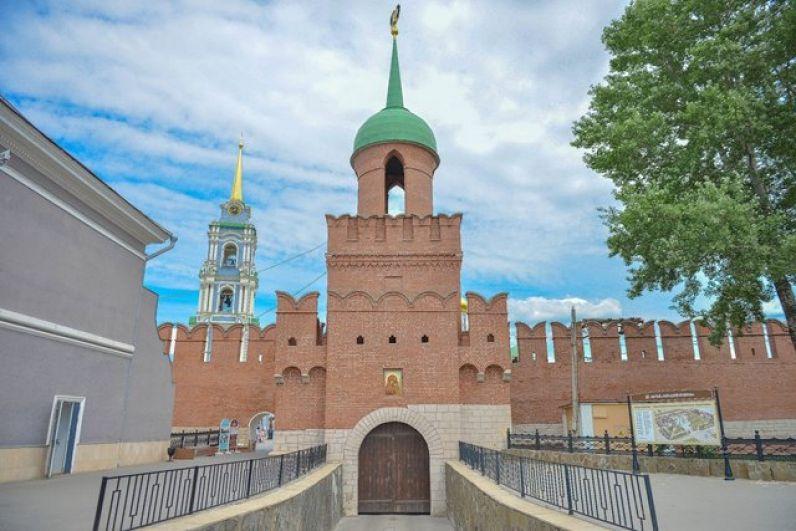 Визитной карточкой города сегодня стала Одоевская башня, названная так потому, что в древности от неё начиналась дорога в сторону Одоева.