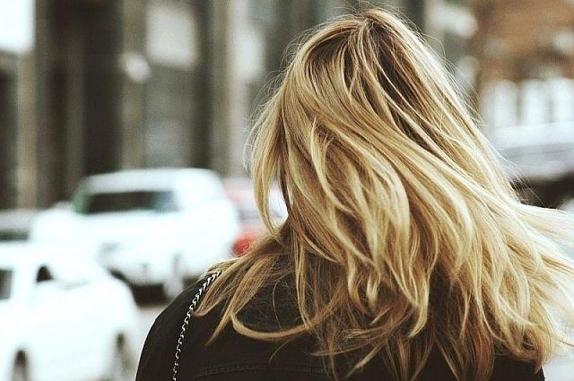 Врачи назвали витамины, которые помогают при выпадении волос