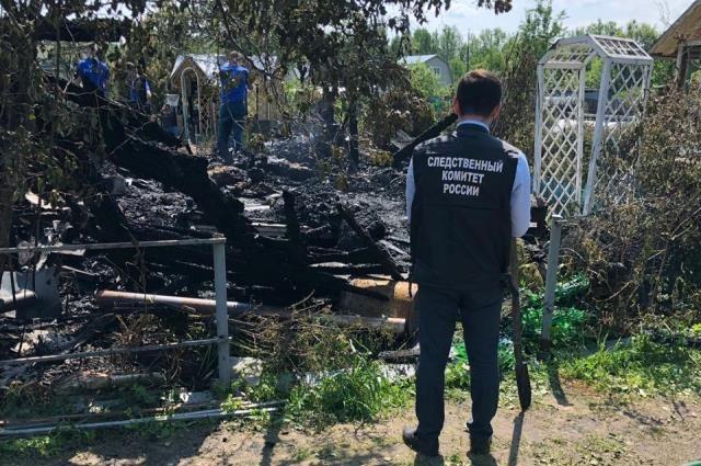 На месте пожара обнаружены тела двоих человек.