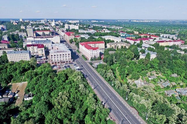 Зелень делает улицы уютными и радует глаз, а потому, несмотря на масштабный ремонт, меньше её не станет.