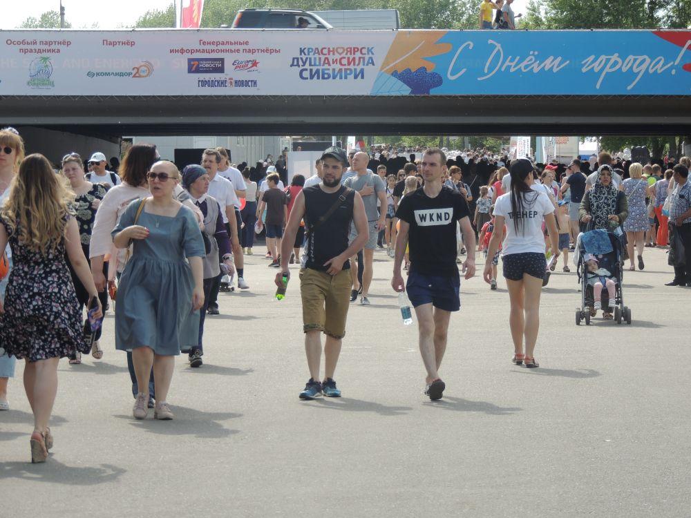 Тысячи красноярцев и гостей города пришли на Татышев.