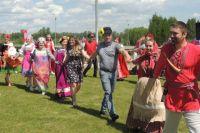 Мэр Ерёмин поздравил красноярцев с праздником и сам прогулялся по острову.