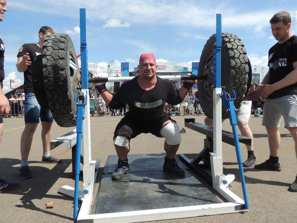 В рамках Дня города прошли соревнования сильнейших людей Сибири.