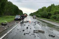 Водитель «Тойоты» получил серьезные травмы, его доставили в больницу.