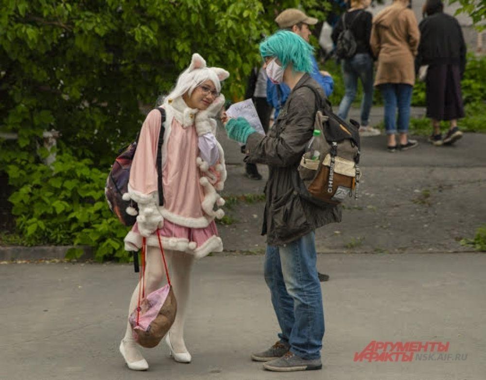 Конечно, на фестивале косплея не обошлось и без почитателей аниме. Новосибирцы выдержали все уже ставшие классикой для этого стиля черты: яркие парики, длинные челки, короткие юбки, светлые колготы и причудливые головные уборы.