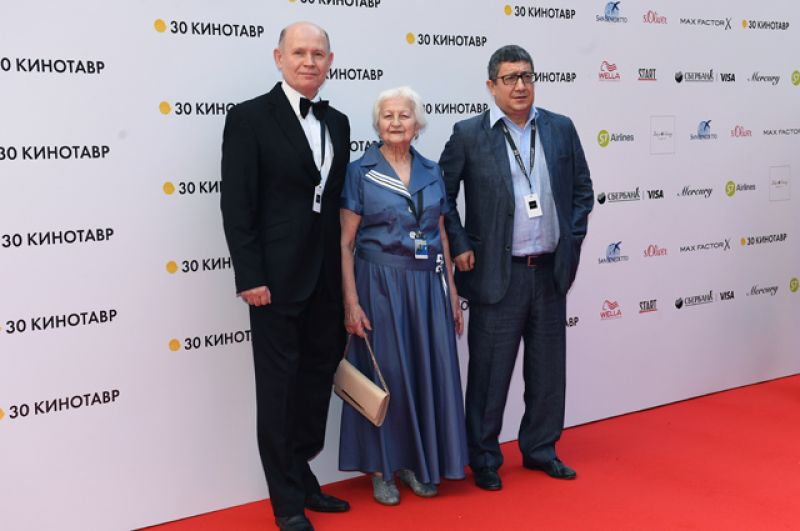 Актер Валерий Маслов, актриса Елена Сусанина и кинорежиссер Юсуп Разыков (слева направо).