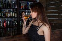 Отказавшись от регулярного употребления алкоголя и поддерживая свой вес в норме, женщины могут предотвратить риск развития рака груди.
