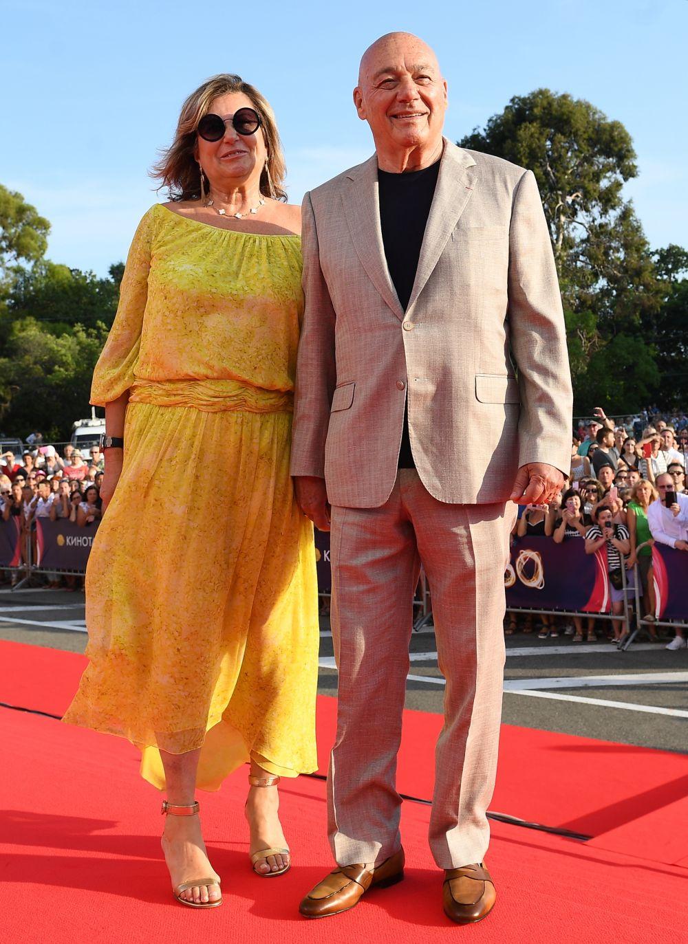 Телеведущий Владимир Познер и его супруга Надежда.