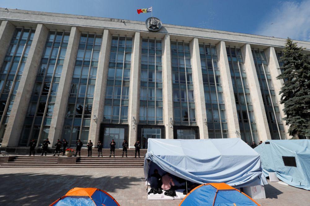 Плахотнюк заявил, что Додон должен уйти в отставку, чтобы досрочные парламентские и президентские выборы прошли в один день.