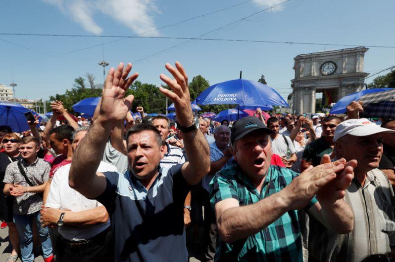 Парламентарии единогласно констатировали «узурпацию власти бывшим правительством, утратившим доверие Молдавии».