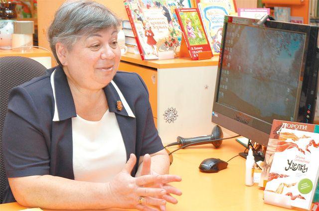 Ирина Дворова встенах родной библиотеки. Про книги она знает всё– вэтой сфере работает с1981года.