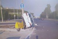 Водитель Hyundai Solaris не выбрал безопасную скорость.