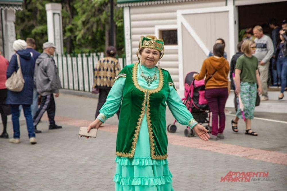 Все от мала до велика собрались на Сабантуй, чтобы принять участие в грандиозном празднике.