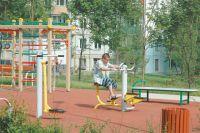 Площадка стренажёрами во дворе наул. Дмитрия Ульянова.