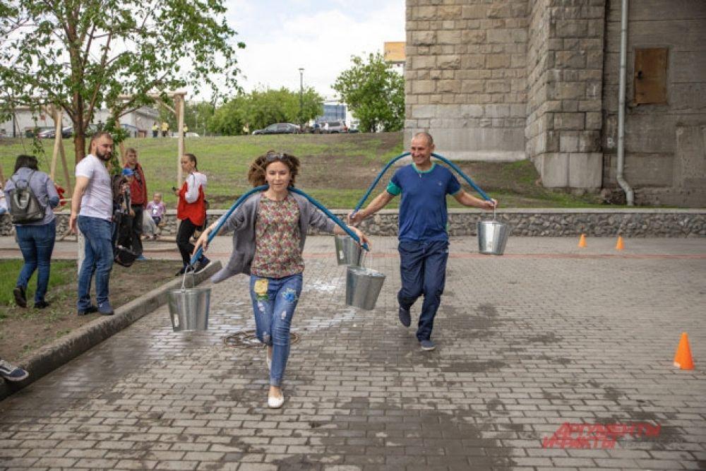 В Новосибирске Сабантуй отмечают уже более 25 лет. за это время гости праздника стали полноправными участниками всех событий, которые происходят на его площадках.