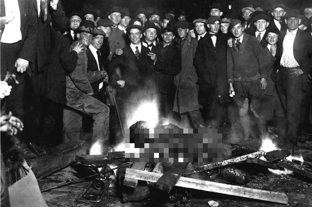 Сожжение линчёванного толпой Уилла Брауна.