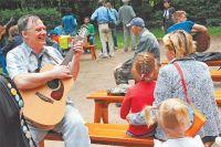 Главное в местном клубе авторской песни – петь свои собственные произведения.