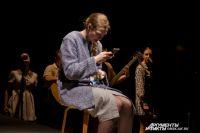 Воспитатель вынуждена сидеть в чате, общаясь с родителями.