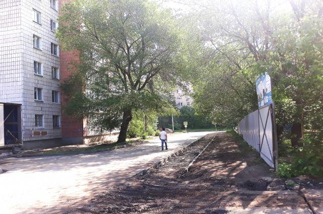 Казань, ул. Годовикова. Между жилым домом и местом, на котором строят мечеть, меньше 20 метров.