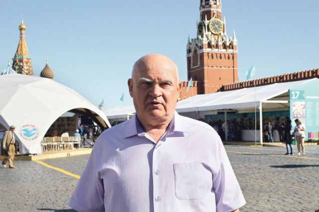 Александр Лапин считает, что история с присоединением Крыма, подтвердившая геополитический авторитет России, повлияла и на судьбу всего мира.
