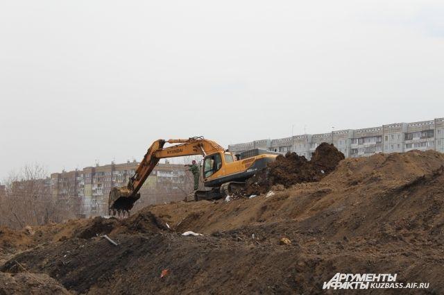 Строительство бизнес-центра около лицея №22 в Новосибирске остановлено