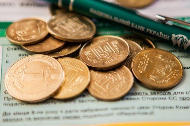 Нацбанк уточнил график работы банков на Троицу и День Конституции