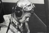 Джордж Буш в своём «Эвенджере» на авианосце «Сан-Хасинто» в 1944 году.